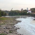 Campanha da Fraternidade de 2016 será momento importante para a reflexão sobre o saneamento, incluindo as condições dos rios: em agosto de 2014, rio Piracicaba seco reafirmava urgência de maior cuidado com relação aos recursos naturais (Foto José Pedro Martins)