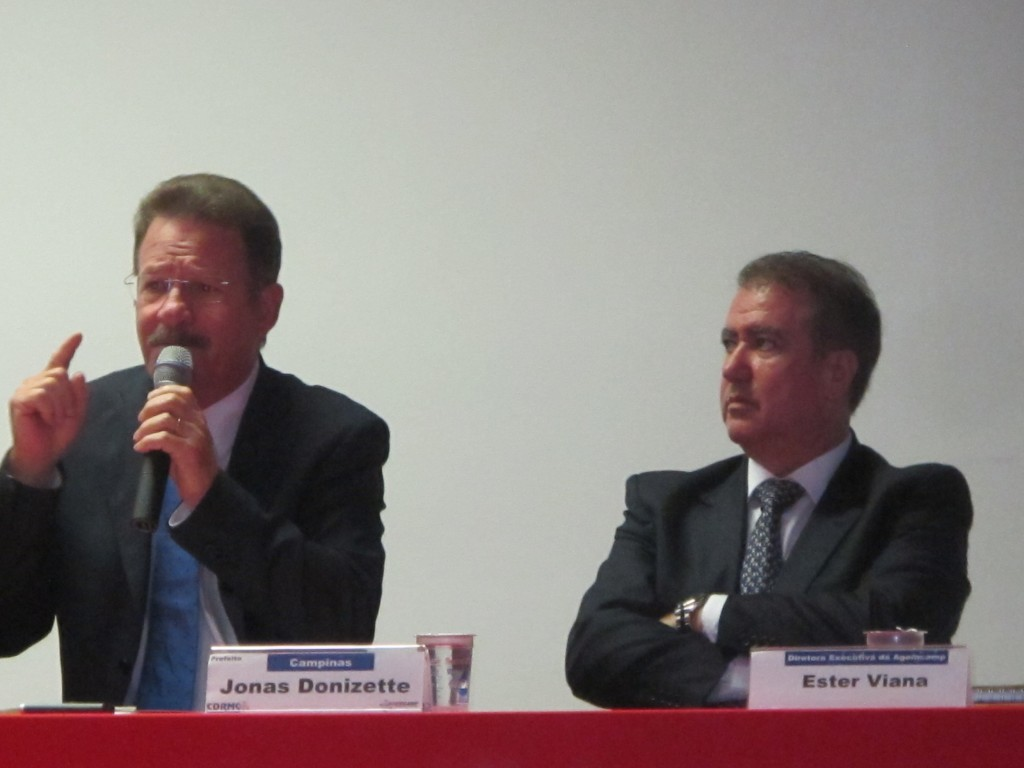 João Fattori novo presidente, e Jonas Donizette, presidente em 2015 do Conselho da RMC: combate ao Aedes é urgente na região (Foto José Pedro Martins),