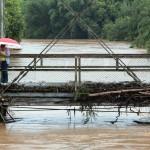 Rio Atibaia quase cobrindo as pontes na manhã deste dia 11 de março (Foto Adriano Rosa)