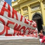 Tiche Vianna, do Barracão Teatro, participou de manifestação no Centro de Campinas, dia 30 de março, pela Arte e a Democracia (Foto José Pedro Martins)