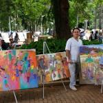 Adagenir Oliveira e suas obras no espaço de comunhão de afetos da feira do Centro de Convivência em Campinas (Foto José Pedro Martins)