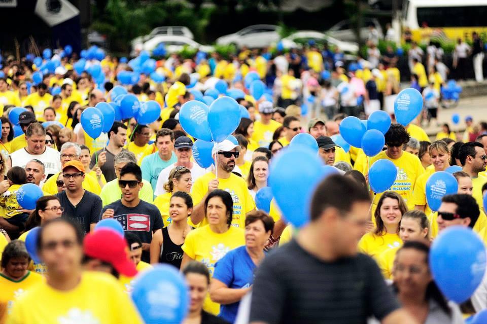 """Caminhada pela Inclusão de 2015, no Taquaral, em Campinas; esse ano ela acontece dia 20/03, às 9h, na Arautos da Paz. Organizadores convidam: """"Vamos ocupar Campinas"""" por uma causa, a consciência dos direitos das pessoas com Síndrome de Down"""