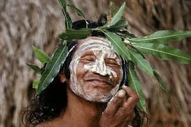 A figura do palhaço, o Hotxuá, é muito importante entre os índios krahôs, do Tocantins; no documentário, Ismael Aprac Krahô representou o seu próprio personagem   Foto: Divulgação
