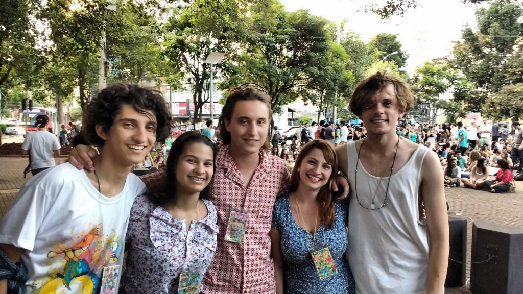 Alguns dos organizadores do sarau, como Isadora, Gustavo Nicole e Felipe (Fotos José Pedro Martins)