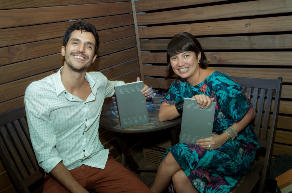 """Henrique Lukas e Maíra Endo, gestores do Ateliê Aberto e organizadores do livro """"Metadados"""" (Foto Martinho Caires)"""