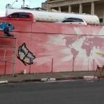 Durante a semana, o trabalho do coletivo MK, no muro de esperança deixado por MSF (Foto José Pedro Martins)