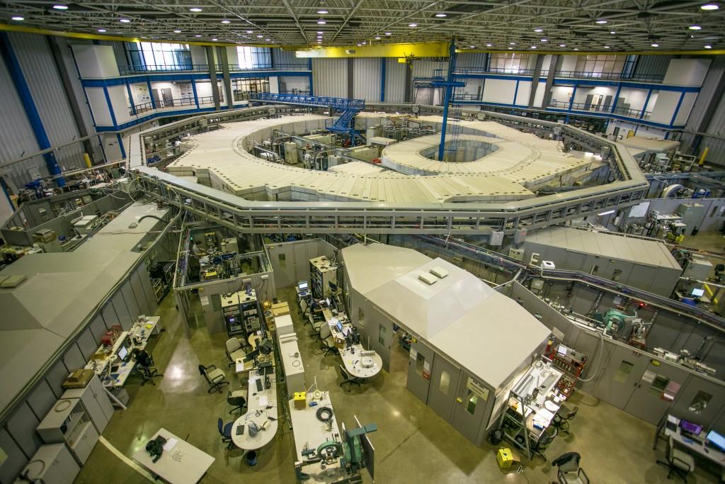 """O evento """"Ciência Aberta"""" comemora os 20 anos da primeira volta de elétrons realizada no LNLS em sua fonte de luz síncrotron"""