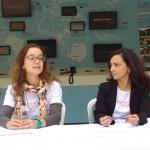 Ana Cecília Moraes e Alessandra Vilas Boas, de MSF, comentando a série Conexões, em Campinas (Foto José Pedro Martins)