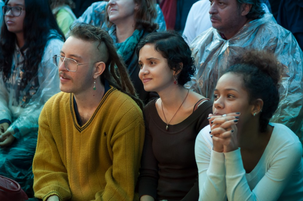 Público acompanhou atento o espetáculo, em um dia chuvoso em Campinas (Foto Martinho Caires)