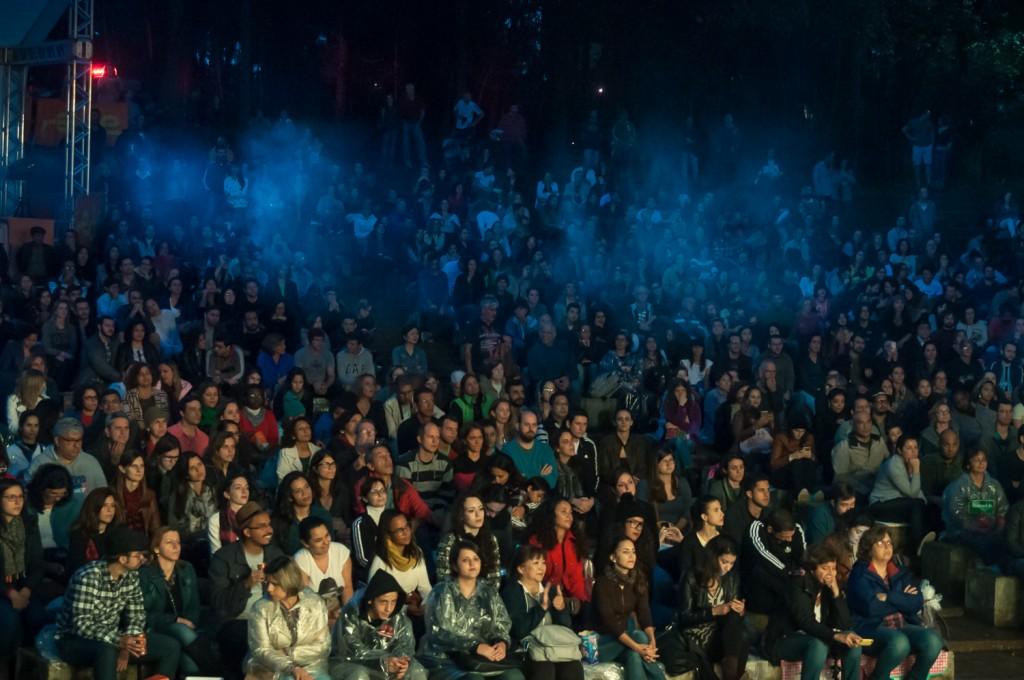 Presença em massa confirma que o povo vai onde tem arte de qualidade e responde bem às inovações (Foto Martinho Caires)