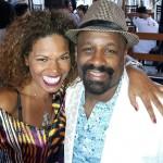 A cantora e organizadora da Feira Cultural Afro Mix e o ator Ailton Graça, que será homenageado amanhã com o troféu Afro Mix durante a feira na Estação Cultura, das 12h às 21h        Foto: Arquivo pessoal Ilcéi Miriam