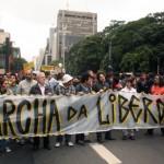 Foto da Agência Estado (AE) publicada há cinco anos (maio de 2011), durante Marcha pela Liberdade em São Paulo em resposta à repressão policial ocorrida na semana anterior contra a Marcha da Maconha