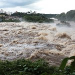 Rio Piracicaba transbordando, em janeiro de 2016: imagem de vitalidade (Foto Adriano Rosa)