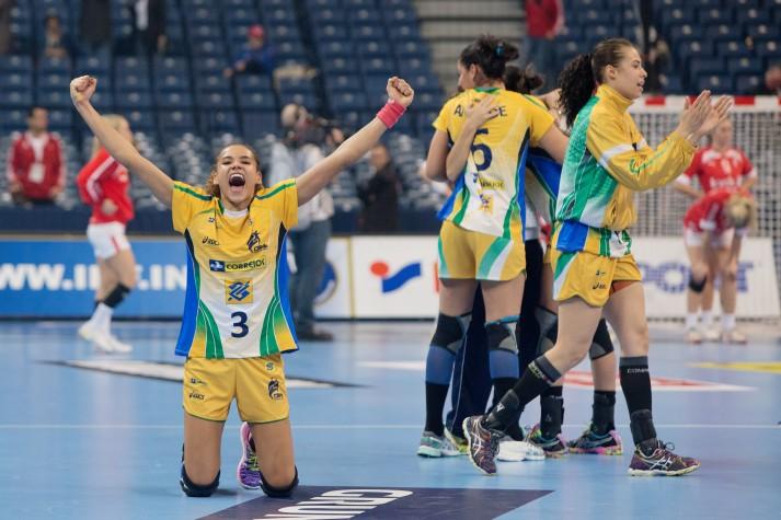 A seleção feminina de handebol é a atual campeã mundial e tem grandes chances de levar medalha nas Olimpíadas Rio 2016