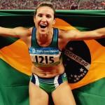Maurren Maggi fez um ''salto de despedida', aos 39 anos, nas Olimpíadas Rio 2016; em 2008, em Pequim, ela se tornou a primeira mulher brasileira campeã olímpica em um esporte individual (Fotos: Reprodução internet)