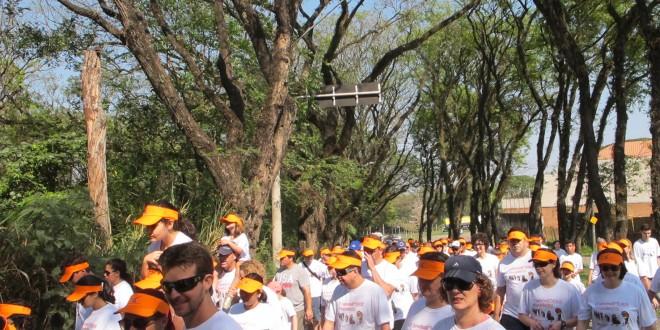 Caminhada do Humor leva mais de 500 às margens do rio Piracicaba