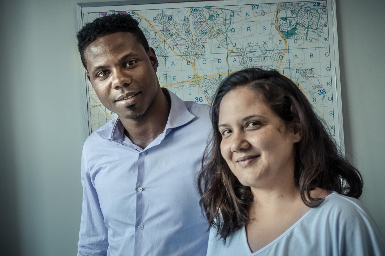O cubano Yosbel Asen Diaz, 30 anos, é formado em Hotelaria e migrou para o Brasil para casar-se com Vivian dos Santos Queiroz   Foto: Martinho Caires