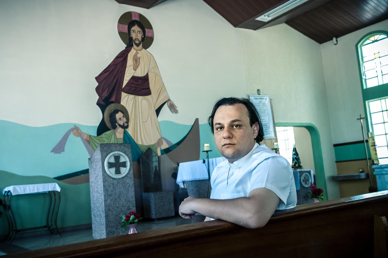 """Padre André Luiz Bordignon: """"Eles são vítimas vulneráveis. Com ou sem política, a igreja vai continuar ajudando""""    Foto: Martinho Caires"""