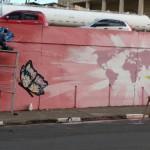 Sergio Campelo participou com o Coletivo MK da elaboração de mural sobre o trabalho de Médicos Sem Fronteiras (Foto José Pedro Martins)