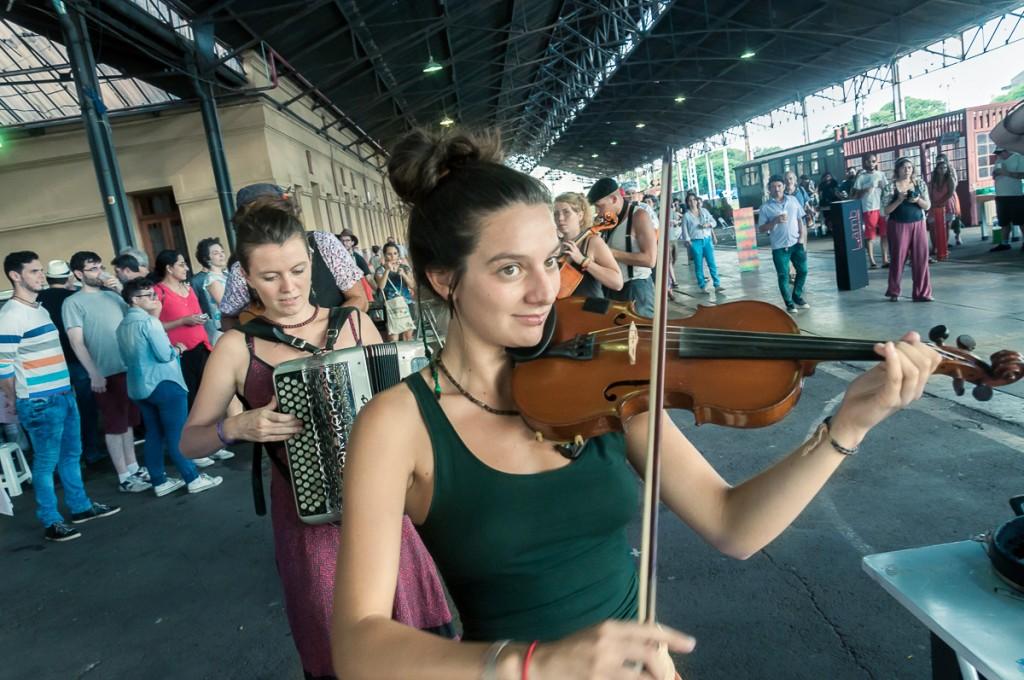 Banda Cao Laru (França/Brasil) foi uma  das atrações musicais (Foto Martinho Caires)