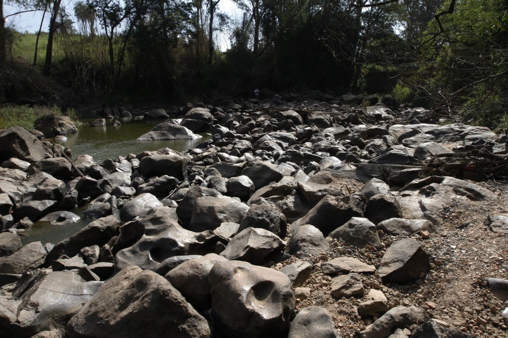 Rio Atibaia seco em janeiro de 2015: alerta em uma das regiões mais ricas do Brasil, pelo impacto das mudanças climáticas (Foto Adriano Rosa)