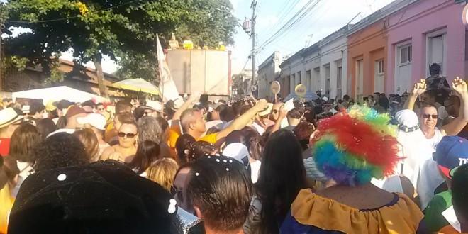 Tradicional bloco 'Nem Sangue nem Areia' faz o Carnaval de rua na Vila Industrial
