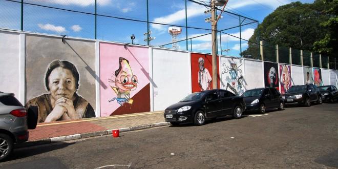 Artistas de Campinas fazem tributo a… grandes artistas de Campinas em mural histórico no SESC