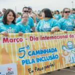 Caminhada pela Inclusão em 2016 mobilizou centenas de pessoas, também na praça Arautos da Paz (Foto Martinho Caires)