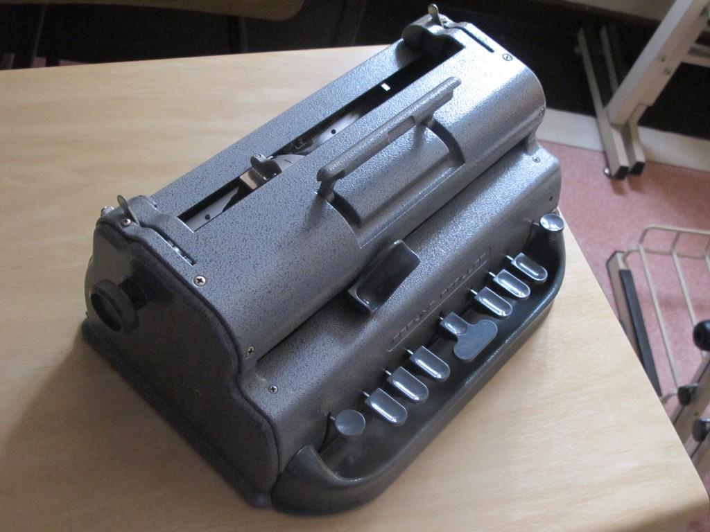 Máquina para alfabetização em Braille (Foto José Pedro Martins)