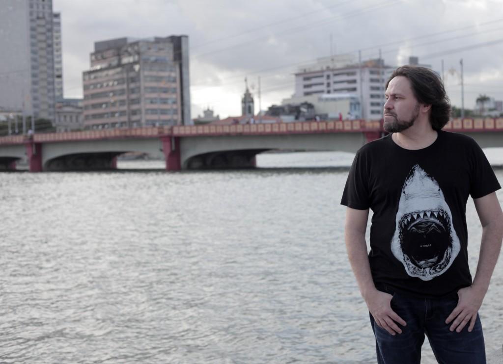 O escritor pernambucano Marcelino Freire será o destaque na edição de três anos do Sarau da Dalva (Foto Virginia Ramos)