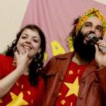 Rafa Carvalho e Aline Turim, organizadores do Sarau da Dalva (Foto Marina Barbim/Divulgação)