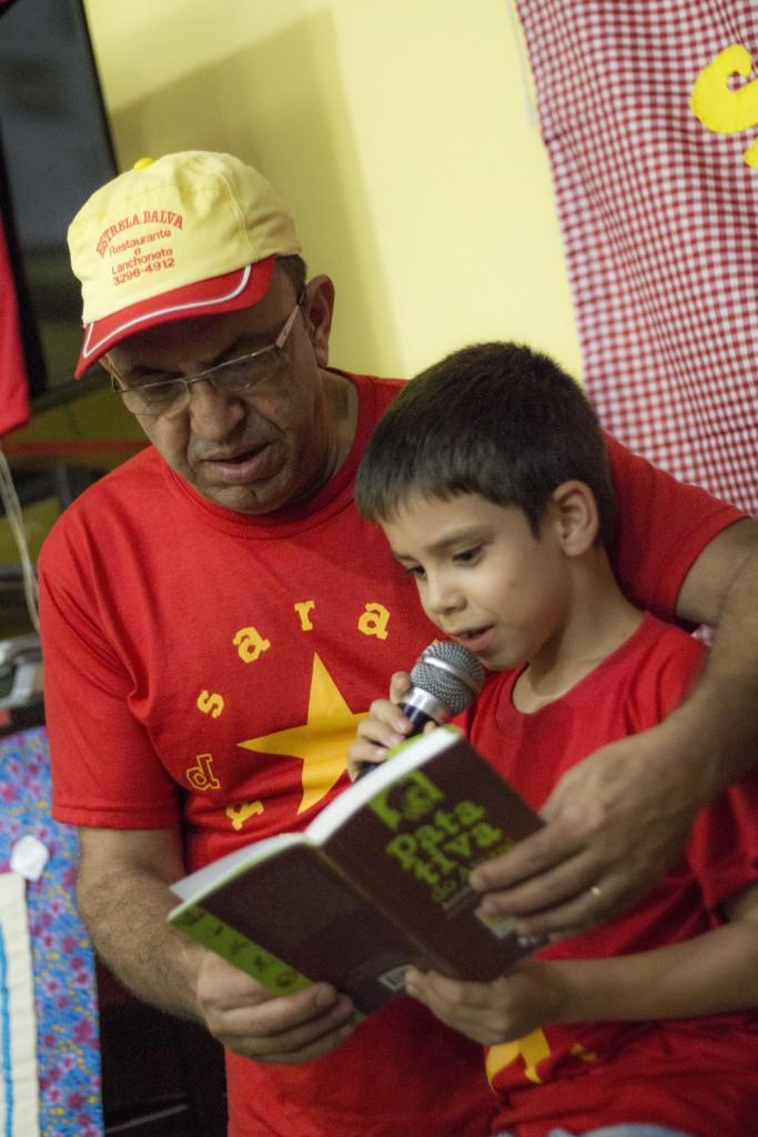 Seo Manoel e seu filho caçula Teteu: poesia e cultura nordestina de resistência passando de pai pra filho (Foto Marina Barbim/Divulgação)
