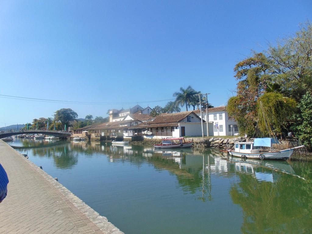 Rio Perequê-Açu e ponte que levou a Flip ao centro histórico (Foto José Pedro Martins)