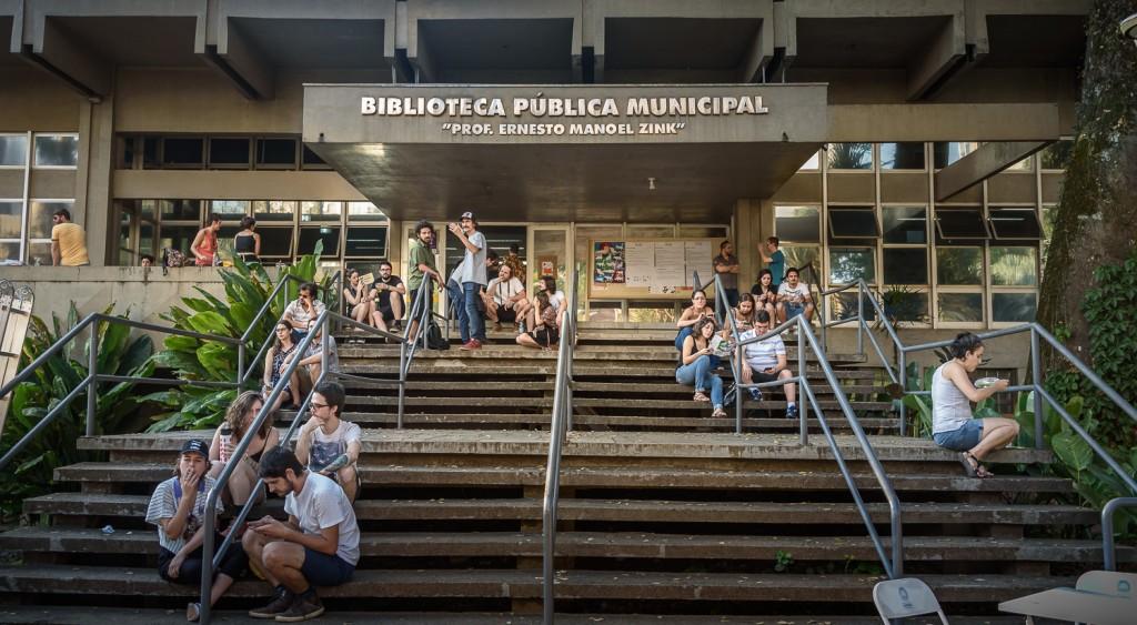Biblioteca recebeu Feira SUB no dia em que completava 71 anos (Foto Martinho Caires)
