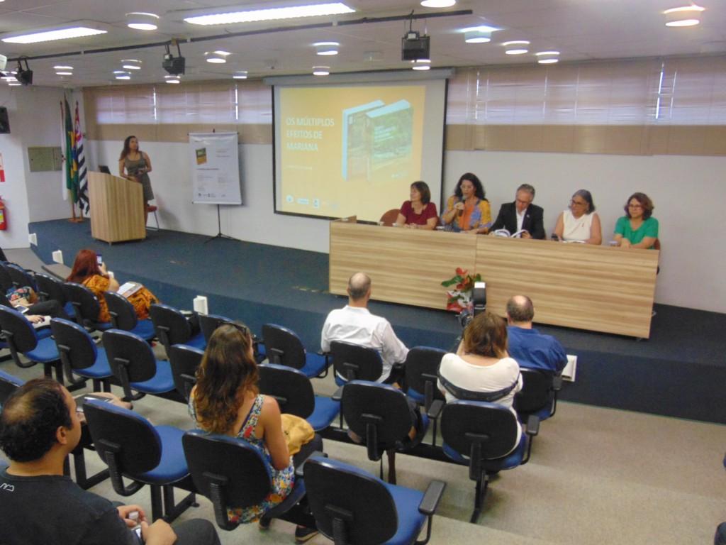 Lançamento do livro digital sobre o desastre de Mariana na Unicamp (Foto José Pedro S.Martins)