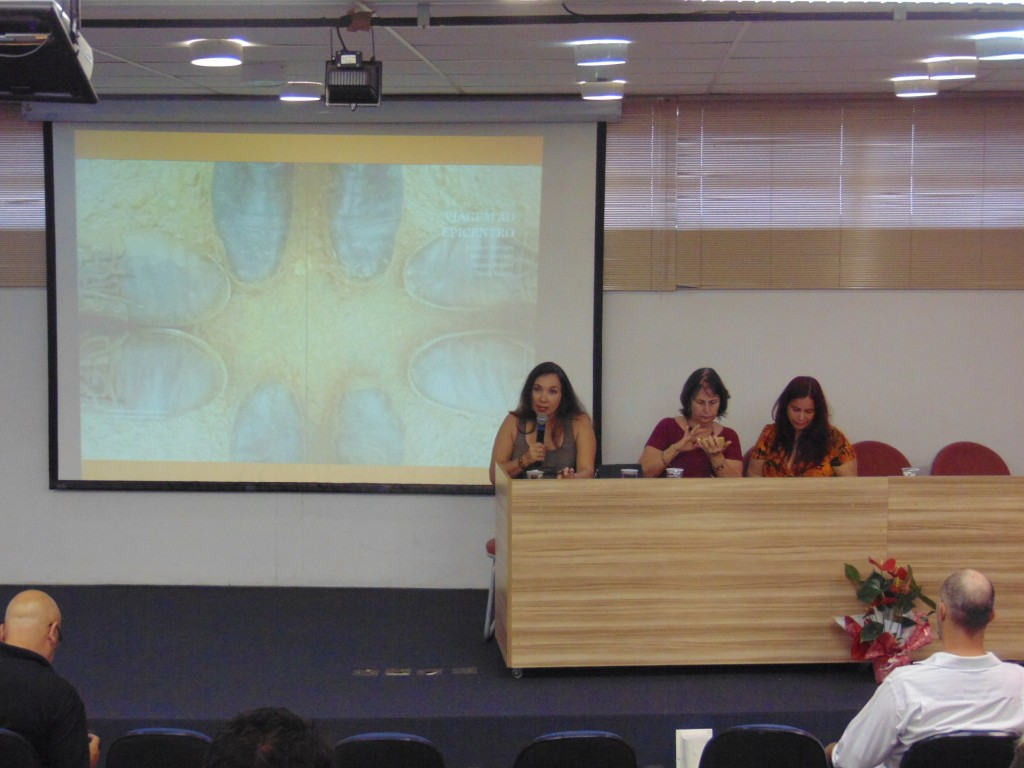 Adriana Menezes fez uma síntese da expedição de alunos do Labjor a Mariana (Foto José Pedro Martins)