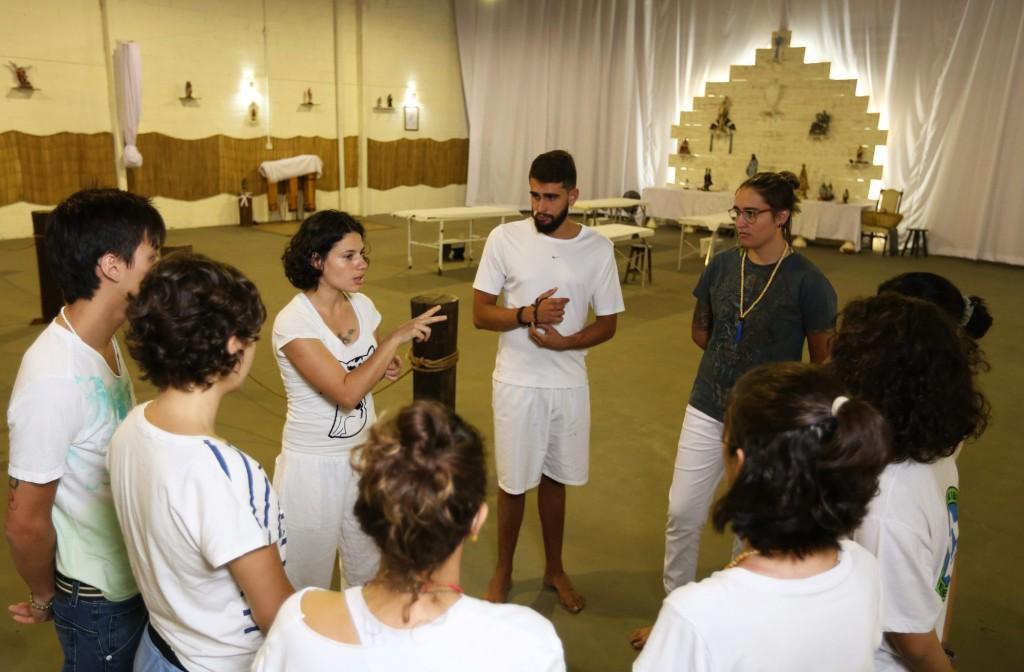 Equipe do reiki reunida antes do início do atendimento: afinação (Foto Adriano Rosa)