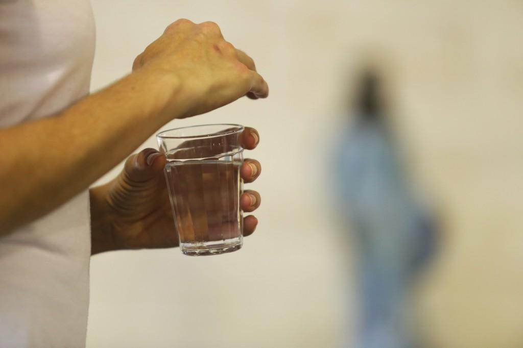 Na onipresença de Iemanjá, a água de beber encerra a sessão (Foto Adriano Rosa)