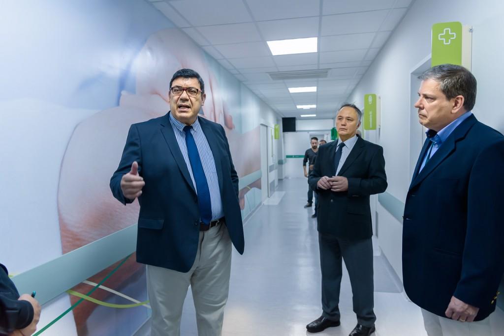 Gestores da Unimed Campinas nos corredores do novíssimo hospital (Foto Martinho Caires)