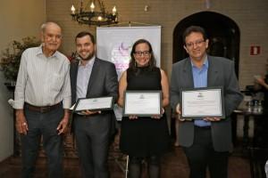 José Hamilton Ribeiro e premiados na categoria Profissional do Prêmio ABAG-RP de Jornalismo (Foto Divulgação ABAG-RP)