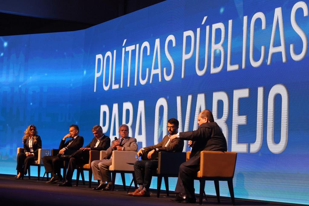 Painel foi mediado pelo jornalista Rodrigo Salomon, da Band Campinas (Foto Adriano Rosa)