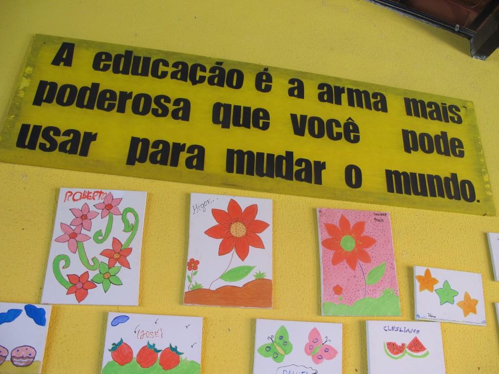 """Nas paredes da EM """"José de Moura"""", a valorização da educação (Foto José Pedro S.Martins)"""
