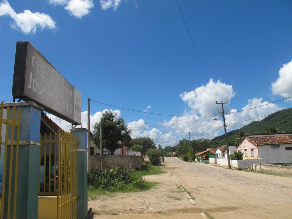 """A EM """"José de Moura"""" e sua rua no distrito de Cachoeira: toda comunidade pela educação das crianças (Foto José Pedro S.Martins)"""