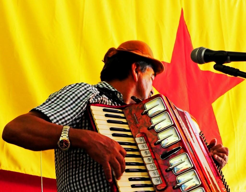 Destinos cruzados na avenida Lafayete de Arruda Camargo (Fotos Sabrina Sanfelice e Rafa Carvalho/Divulgação)