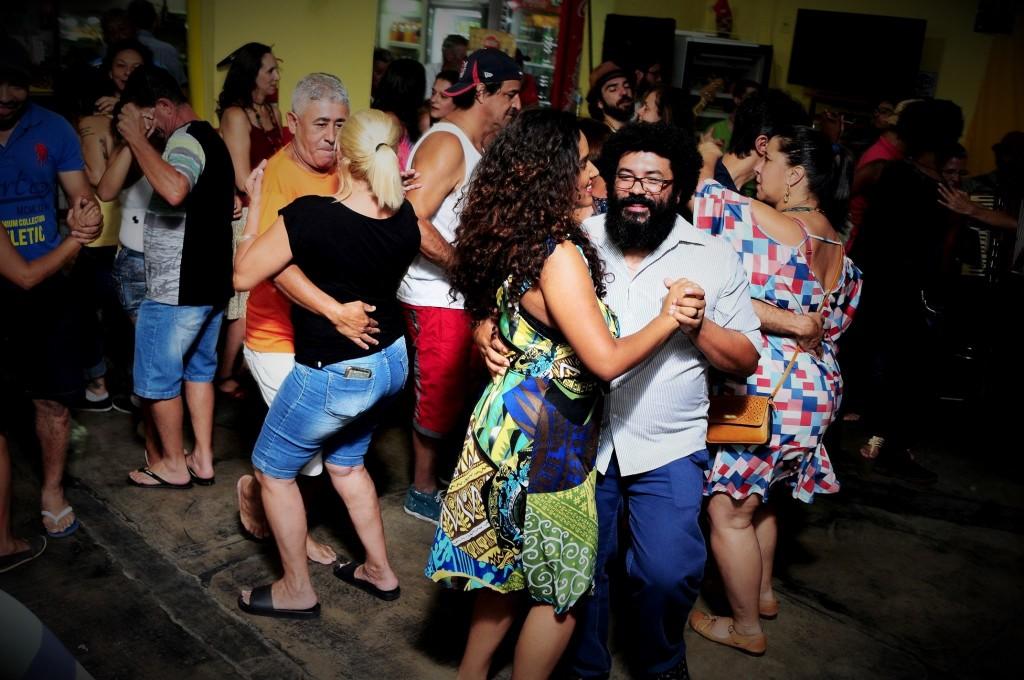 Colocar os forróculos, para ver com muita alegria (Fotos Sabrina Sanfelice e Rafa Carvalho / Divulgação)