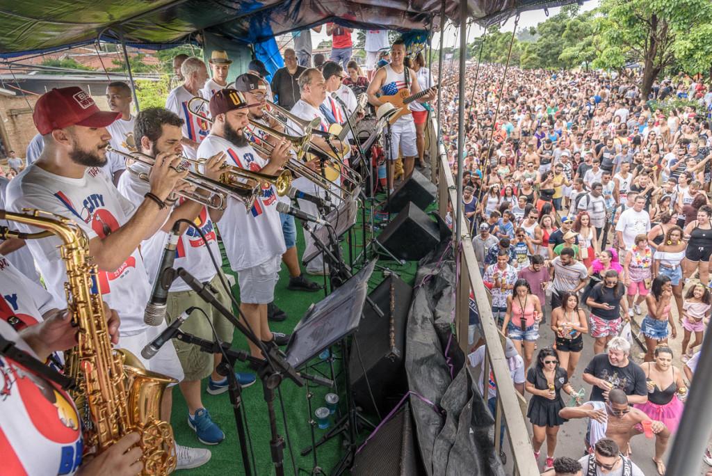 A banda da City, de novo compartilhando o talento com a multidão (Foto Martinho Caires)