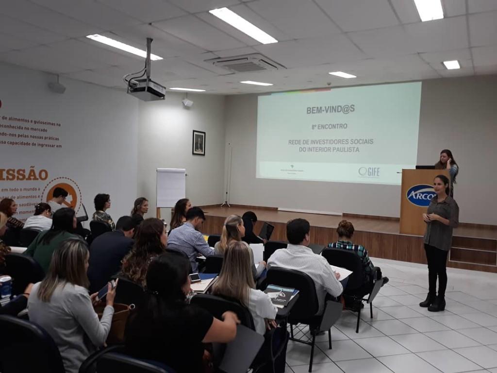 Gestora do Instituto Arcor Brasil, Thais Cassano de Castro recebe representantes das organizações (Foto José Pedro S.Martins)