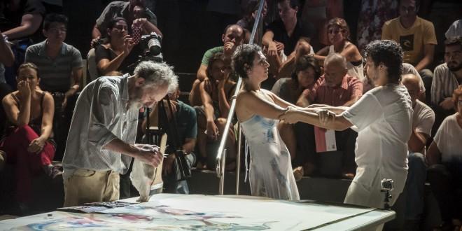 Performance de Egas no SESC-Campinas, em 2016, com o músico Guga Costa e a bailarina Hellen Audrey (Foto Martinho Caires)