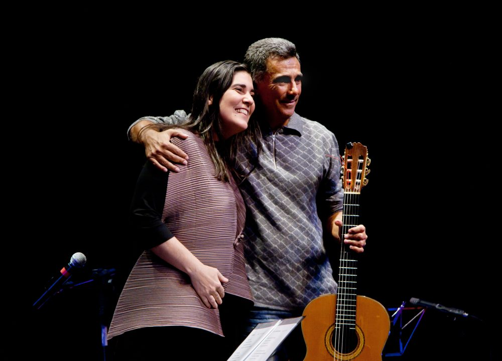 A cantora Mônica Salmaso se apresenta na sexta-feira (29/03) com o músico Guinga, no Teatro Castro Mendes