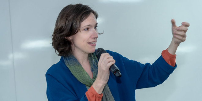 A jornalista francesa que disseca os monstros contemporâneos